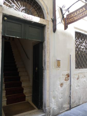 Locanda Sant'Agostin: Entrance has a staircase to climb