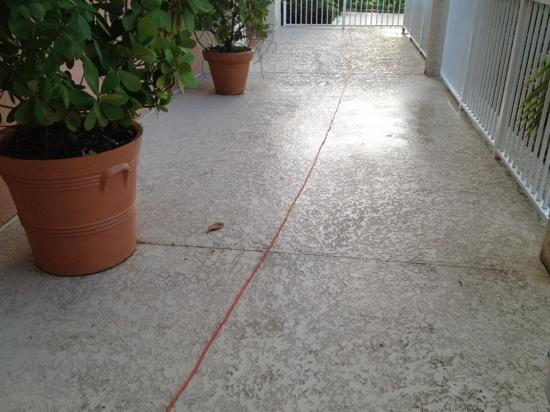 Marriott's Villas at Doral: extension cord in a puddle of water
