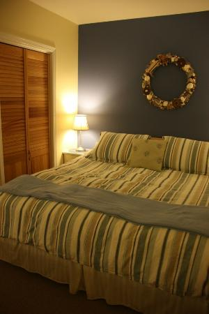 Lovejoy Inn on Whidbey Island: Carriage House bed
