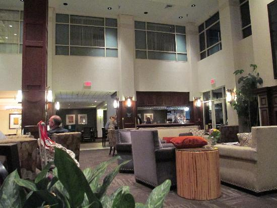 Embassy Suites by Hilton Portland-Airport: Lobby