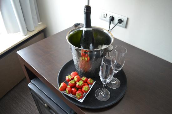 NH Caransa: Complimentary Bubbly and Strawberry's