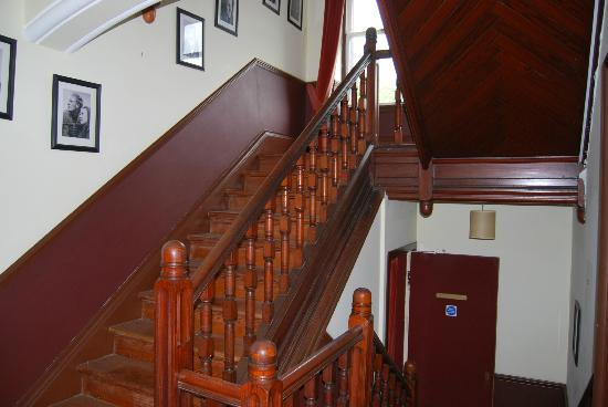 Strathyre, UK: stairs leading to top floor