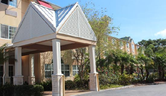 The Floridian Hotel and Suites: Entrance