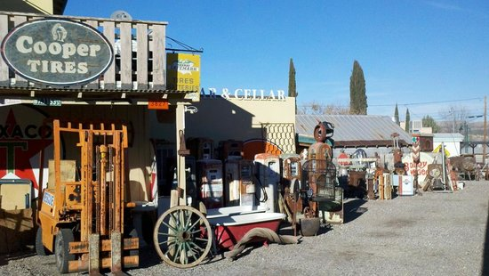 Larry's Antiques & Things