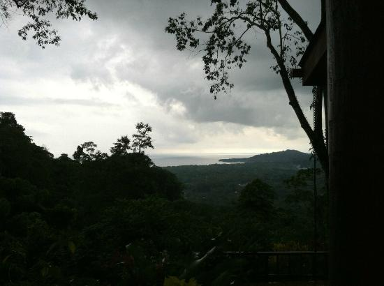 Samasati Nature Retreat: Even on a cloudy day it is hot here.