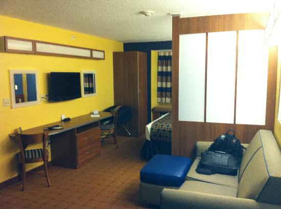 Microtel Inn & Suites by Wyndham Dickson City/Scranton: Suite. I was surprised by the size of the room.