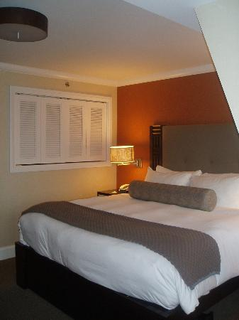 Forty 1⁰ North Hotel and Marina Resort: comfy bed