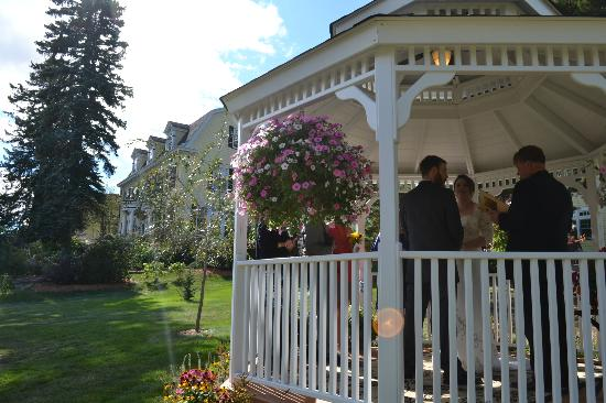 A.G. Thomson House: Historic Bed and Breakfast: A lovely ceremony; lovely place