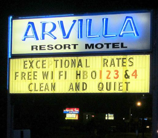 Arvilla Resort Motel Treasure Island: Sign out front