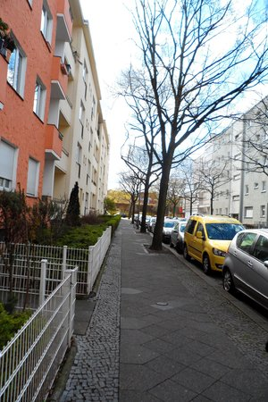 Palais Winterfeldt: Quiet street in Schoneberg