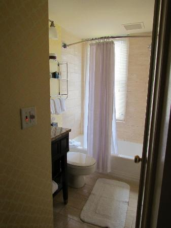 small bathroom with beautiful natural light - Picture of Omni ...