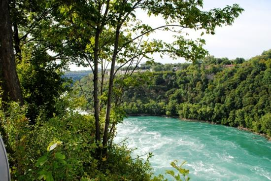 Niagara Gorge Trail: Looking across to Canada.