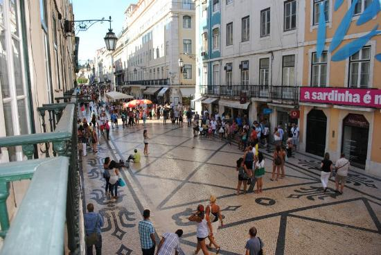 Travellers House: Balcony view towards Rossio Square