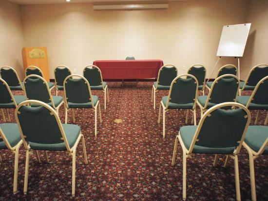 La Quinta Inn &amp; Suites Phoenix Mesa West: Meeting Room