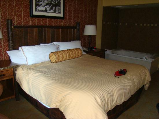 Old Creek Lodge: King bed
