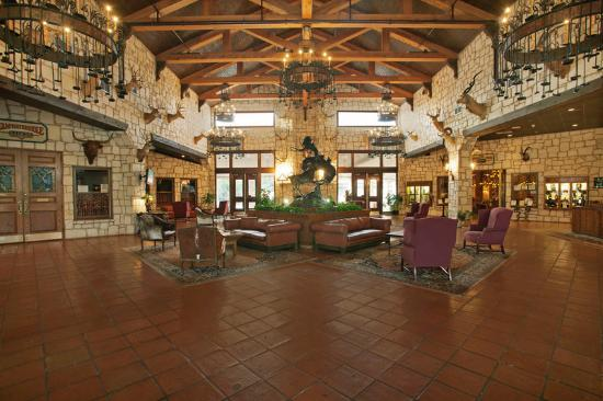 ‪‪Y O Ranch Hotel & Conference Center‬: Hotel Lobby‬