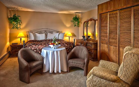 Norsemen Inn: Junior King Suite