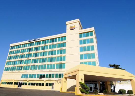 Comfort Inn South Oceanfront: Exterior Front View