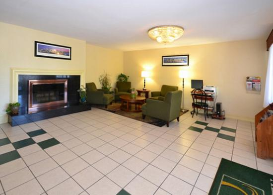 Quality Inn: Lobby area