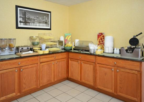 Quality Inn: Free hot breakfast