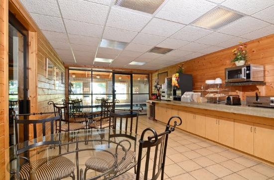Americas Best Value Inn-Stillwater/St. Paul: Breakfast Area
