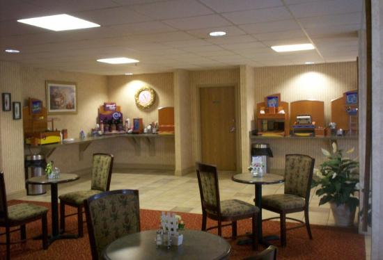 Holiday Inn Express Winchester: Breakfast Bar