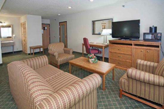 BEST WESTERN PLUS Shakopee Inn: King Suite