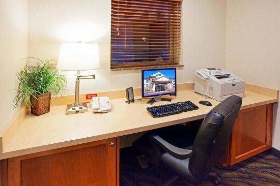 Holiday Inn Express Hotel & Suites Vernal: Stay productive with the complimentary business ce
