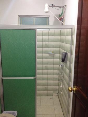 Hotel Arenal Carmela: shower