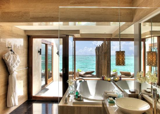 Vivanta by Taj Coral Reef Maldives: Premium Indulgence - Water Villa - Bathroom
