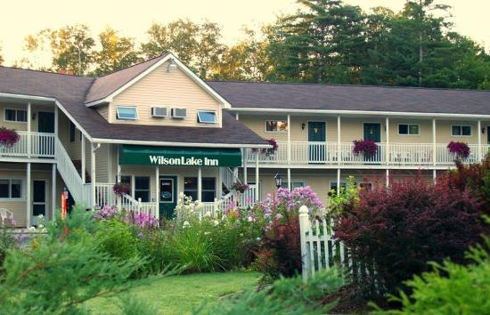 Wilton, ME: Wilson Lake Inn Entrance