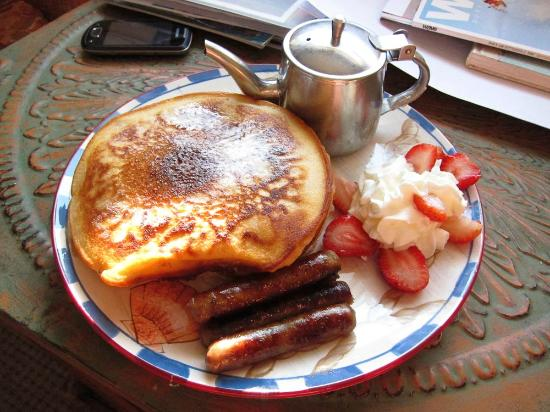 Green Turtle Floating Bed and Breakfast: Delicious Breakfast