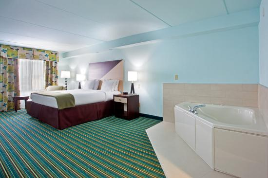 Holiday Inn Express Hotel & Suites Norfolk International Airport: Relax in our whirlpool suites!