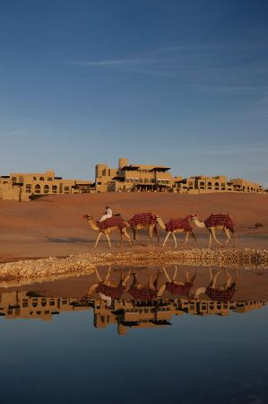 Qasr Al Sarab Desert Resort by Anantara: Water Falaj