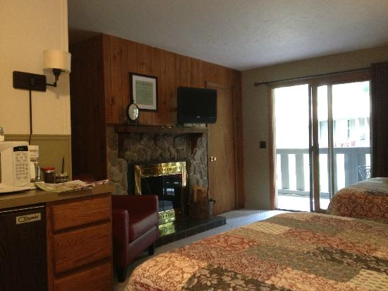 Inn on Fall River: Room
