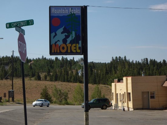 Mountain Peaks Motel