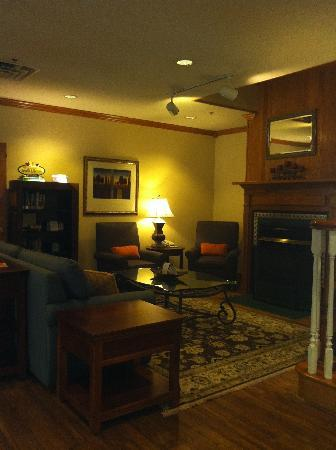 Country Inn & Suites by Carlson _ Dalton: Lobby