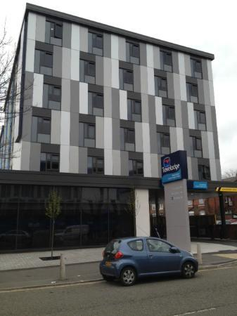 Travelodge Manchester Upper Brook Street: The front of the hotel