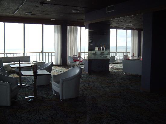 BEST WESTERN Marina Grand Hotel: Bar 11th Floor