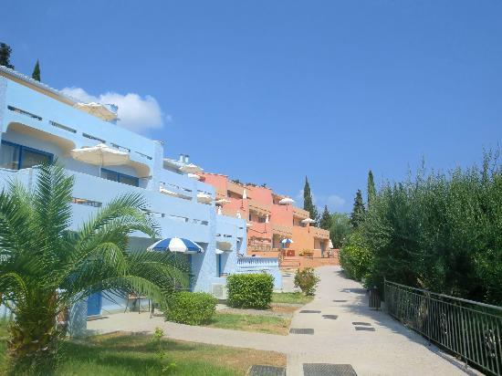 Costa Blu Hotel & Suites: Our blue apartment block