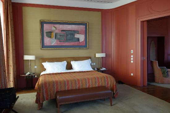 Bairro Alto Hotel: Bedroom in the suite, was very spacious. Sitting room on the right.