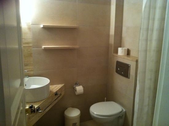Nostos Hotel: bathroom 105