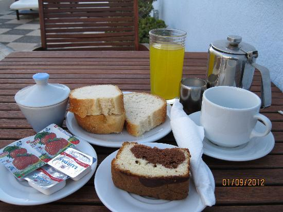 Alizea Villa: Daily Breakfast