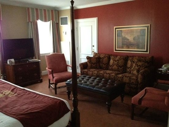 Canterbury Hotel: Living Area