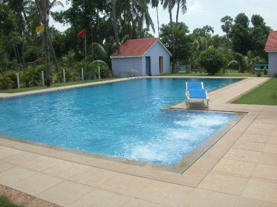Gents swimming pool with jacuzzy picture of prince park resort pondicherry pondicherry for Villas in pondicherry with swimming pool