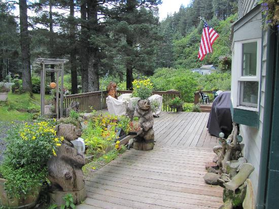 A Smiling Bear B&B: Decks of The Smiling Bear
