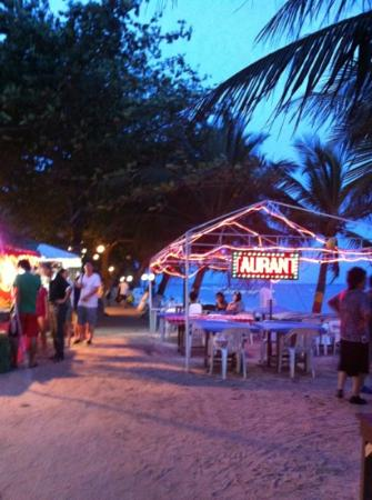 Alona Palm Beach Resort and Restaurant: beach area at night