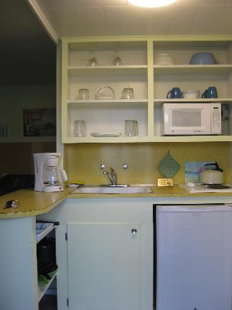 Moontide Motel, Cabins and Apartments: Moontide efficient kitchenette