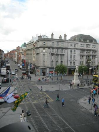 Wynn's Hotel: Looking on to O'Connell Street from our room.
