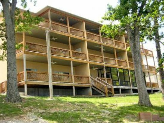 Vickery Resort On Table Rock Lake: Back of Building